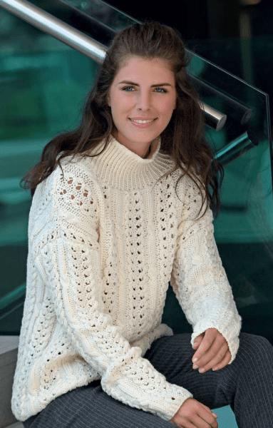 Очень милый белый свитер с ажурным узором. Вязаный свитер, схемы и подробное описание. Вязание спицами.