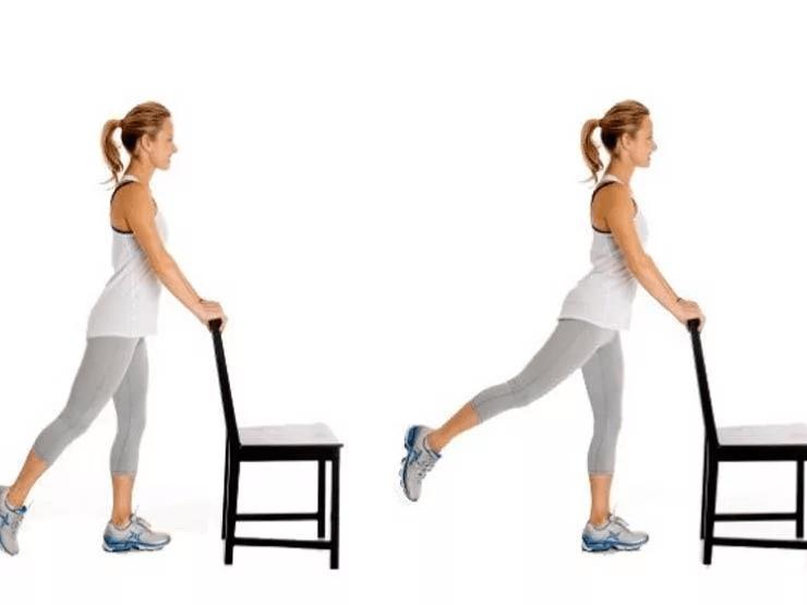 Верните ногу назад - встаньте за стул и сделайте позу, избавьтесь от «апельсиновой корки