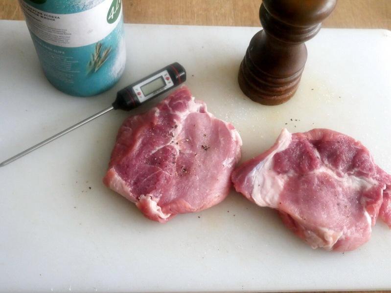 Мой идеальный стейк из свинины готов всего за 20 минут. На примере показываю, почему кулинарный градусник и горелка необходимы