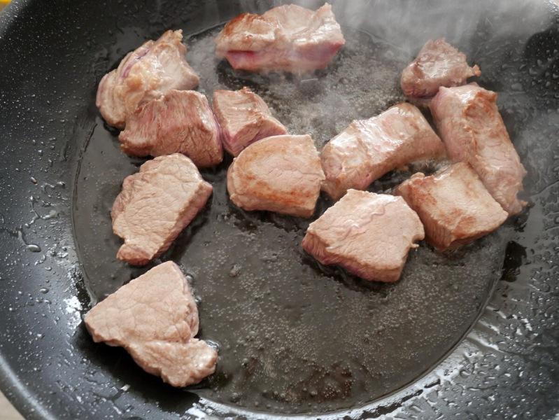 Стряхнул пыль с глиняного горшка и приготовил такую вкусную перловую кашу с мясом, какую никогда еще не ел. Я в восторге!